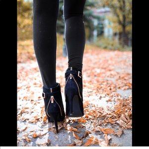 Jessica Simpson Dyers 8 black suede zipper bootie